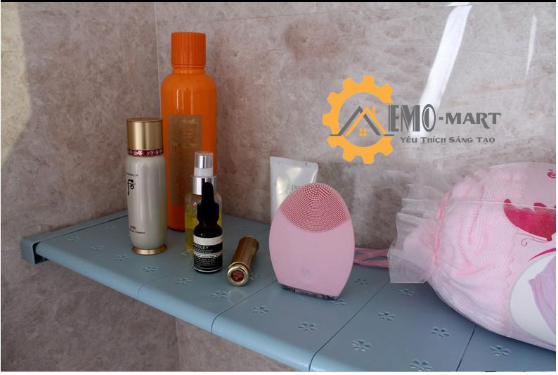 Kệ chia được dùng cả trong phòng tắm góc bàn trang điểm