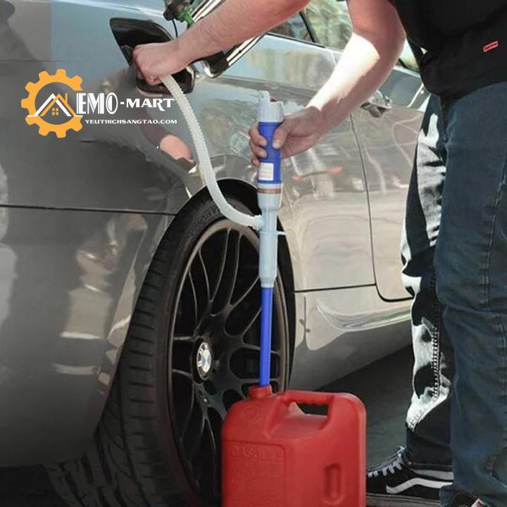 Dụng cụ bơm hút xăng dầu từ ô tô ra can hoặc từ can vào ô tô