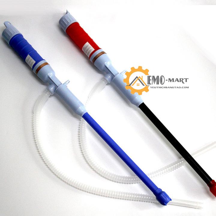 Dụng cụ bơm hút chất lỏng tự động có hai màu cơ bản là đỏ và xanh